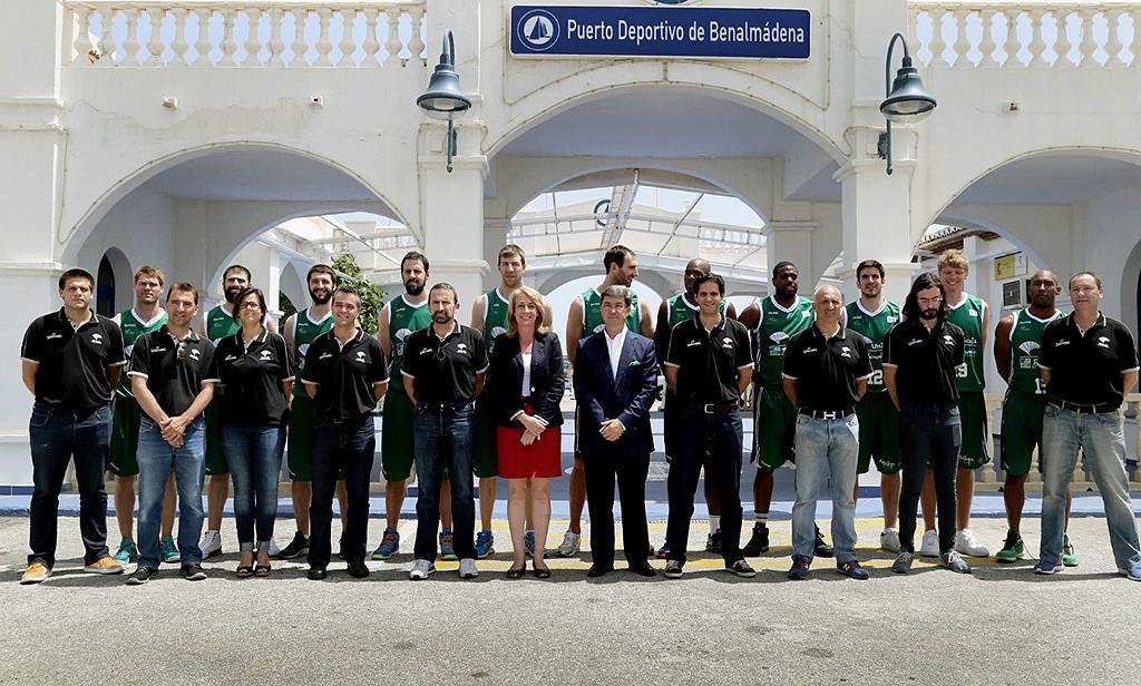 El club de baloncesto unicaja se retrata en puerto marina gu a de benalm dena - Farmacia guardia puerto del rosario ...