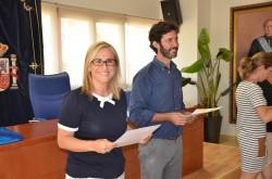 La alcaldesa, Ana Mula, y el edil de Tercera Edad, Francisco José Martín, en un momento de la entrega de diplomas a los mayores de Fuengirola