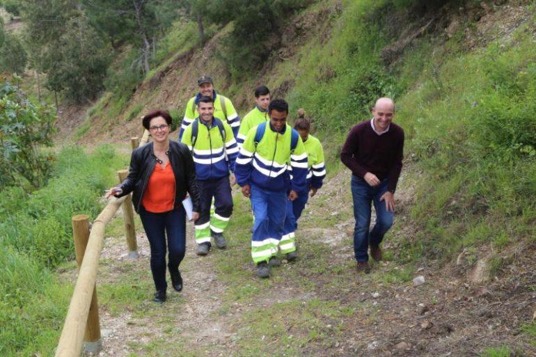 Trabajadores del plan de empleo crean una nueva senda forestal ...
