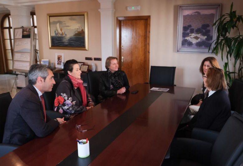 El alcalde y la concejala de Educación, Elena Galán, han mantenido un encuentro con las profesoras responsables